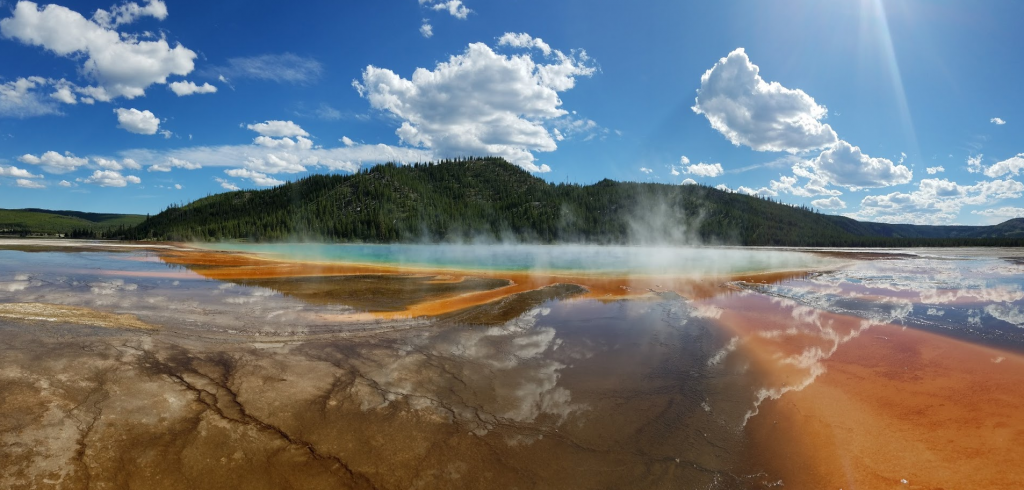 prismatic pools yellowstone